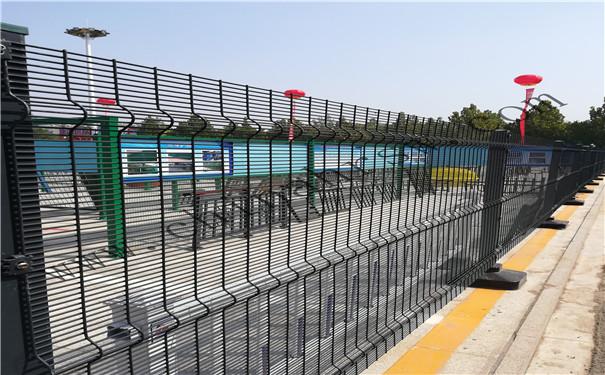 高速公路护栏网隔离栅施工概况及注意事项