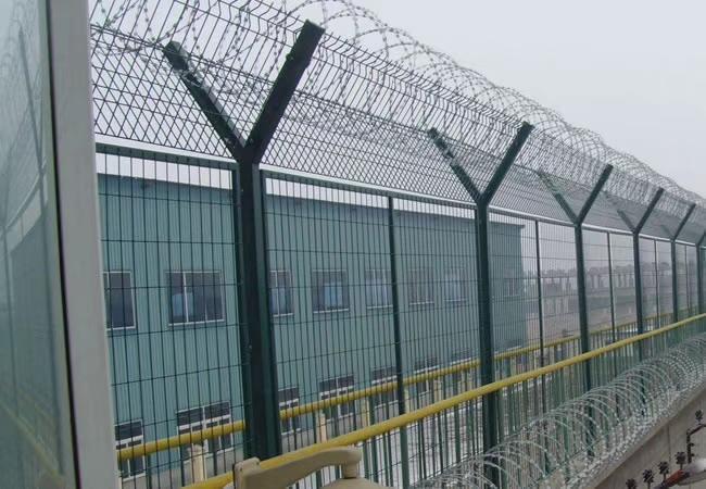 监狱围栏网安装图