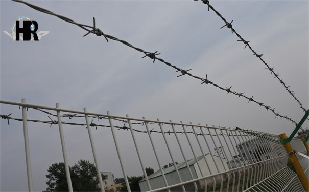 影响镀锌刺绳防护网性能的几个因素