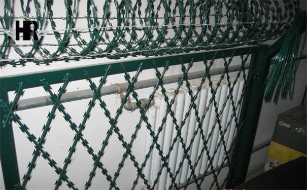 监狱护栏网--刀片刺网
